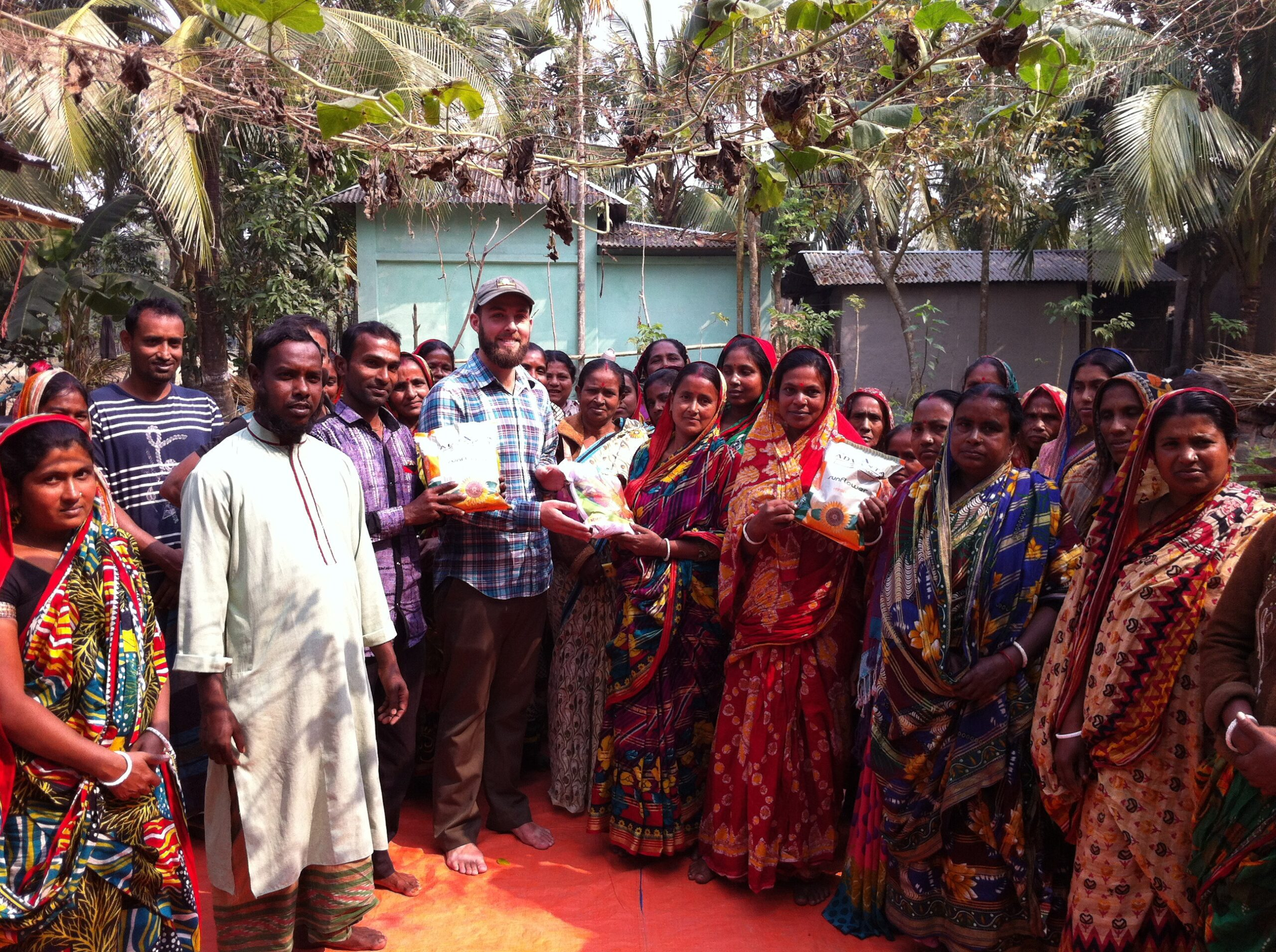 Aaron shew with crowd in Bangladesh